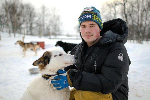 Niklas Rogne frykter at  hundesykdommen skal komme til kennelen. Hundekjørermiljøet tar sykdommen på alvor og holder seg hjemme inntil videre.