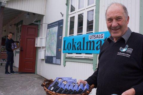 Ingulf Galåen, daglig leder ved Galåvolden Gård, og mange flere lokalematprodusenter er klare for å selge egenprodusert mat fra Reiselivets hus i sommer. - Vi kommer til å være rause med smaksprøver, sier Galåen.