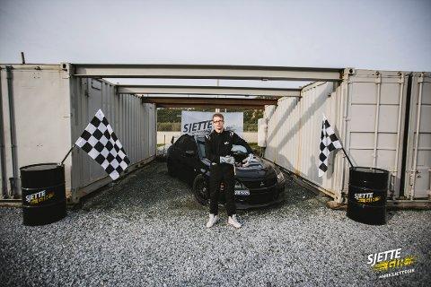 Andreas med sin Mitsubishi