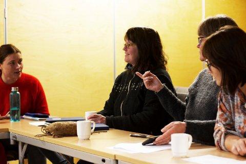 UTVALGET: Fra venstre koordinator for sørsamisk forvaltningsområde Ida Marie Bransfjell (kun observatør for utvalget), Unni Fjellheim, Jenny Fjellheim og Aasta Joma Granefjell. Inge Even Danielsen og Lars Åge Brandsfjell er også med i utvalget.