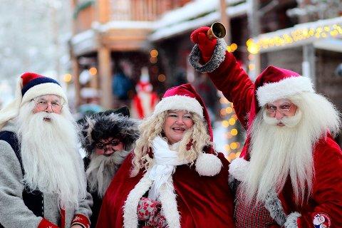 DOBBELT OPP: Nissene på Savalen fpr det travelt når de i desember skal sørge for førjulsstemning på to Barnas Julemarked.
