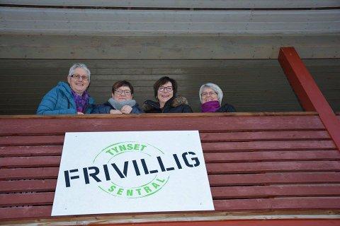 SNART JUL: Gudrun P. Bakken (fra venstre), Liv Kari Lien, Else Marie Tangen og Tove Bråten Fjerdingby er blant dem som sørger for at det blir Jul i fellesskap. Arrangementet er et samarbeid mellom Rotary, Lions og Tynset frivilligsentral.