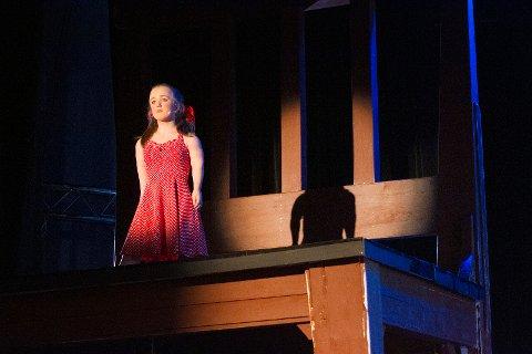 STOR STOL: Oda Lundli (16) sang «Alf» av Erik Bye.