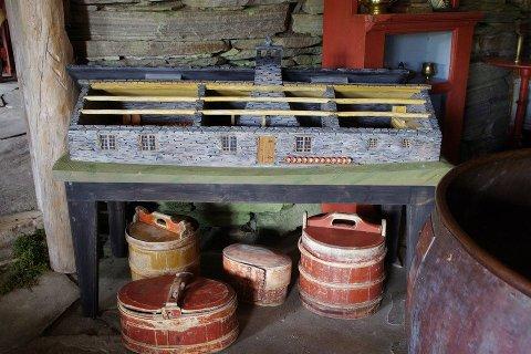 INNE: En modell av stenbygningen som i dag huser museet.