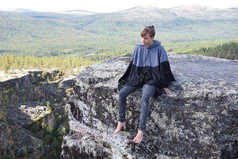 INVITERER: Danseren Gard Lervang, her ved Jutulhogget, inviterer til sommerleiren Dansefarmen i Rendalen.