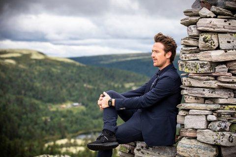 Operasanger Lars Eggen, opprinnelig fra Tylldalen i Tynset, nå bosatt i Trondheim og er daglig leder/manager for Opera Trøndelag.