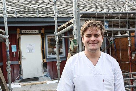 MYE RUS: Fastlege Marius Kaland opplever at mange  ungdommer oppsøker legevakta i helgene på grunn av alkolholbruk.