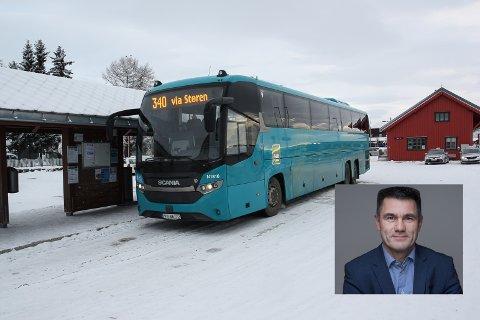 DO-STOPP: Direktør for rutetilbud og infrastruktur i AtB, Harald Storrønning (innfelt) holder fast ved at planlagte do-stopp på skysstasjoner er en bedre løsning enn å tillate toaletter på langrutebussene.