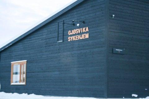 Helsedirektorated har godkjent Røros kommunes søknad om bruk av tvungen isolering ved tilfeller av koronasmitte ved sykehjemmene.