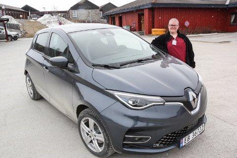 SVÆRT FORNØYD: - El-bilene er blitt populære blant våre ansatte, sier bilansvarlig Marianne Tamnes i hjemmetjenesten i Røros kommune.
