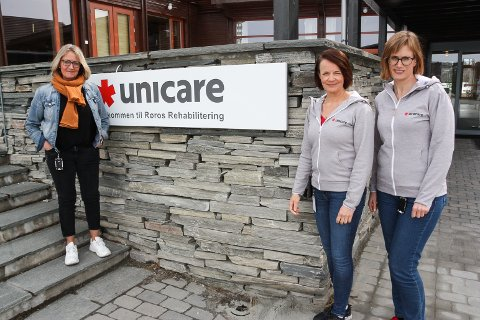 ÅPNER DØRENE IGJEN: - Vi gleder oss til å ta i mot nye pasienter, sier daglig leder ved Unicare Røros Mary Anne Bakos (t.v), inntakskoordinator og kvalitetsleder Ingrid Bendixvold og medisinskfaglig ansvarlig Åse Ingeborg Borgos.