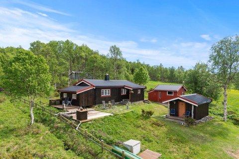 """Ole Peder Sjøvold ved Aktiv Eiendomsmegling på Røros melder at det er økende interesse for de gode """"gammeldagse"""" fjellhyttene til rundt en million kroner, som denne i Johan Falkbergets vei på Røros."""