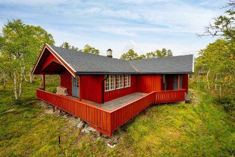 Denne hytta er nå lagt ut for salg på Orvos. Den er bygd og eid av Oddvar Brå i snart 20 år.