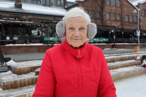 Skøytevideoen av Dora Steen Johansen (81) har gått som ei kule siden helga.