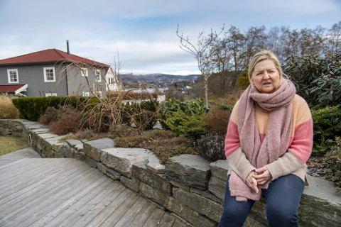 Spesialfysioterapeut Joanna Hauken var helsearbeideren i Bergen som fikk blodpropp denne uken. Nå advarer hun mot den britiske vaksinen.