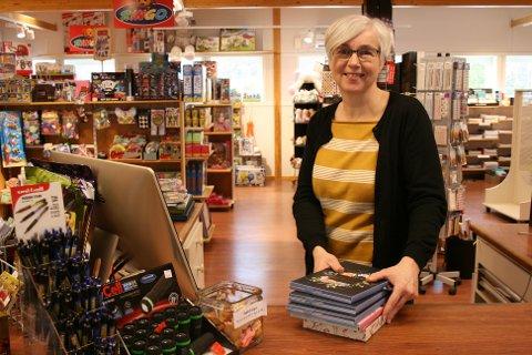 MORSOMT: Lite fritid, men morsom jobb, synes Irene Tronslien om å drive bokhandel.