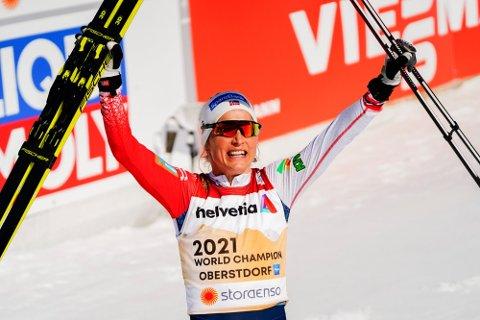 VM-DRONNINGEN STÅR OVER: Therese Johaug var helt suveren på 30-kilometeren i Oberstdorf-VM, og vant totalt fire gull i mesterskapet. Nå har en skade stoppet henne fra å gå løp denne helga.