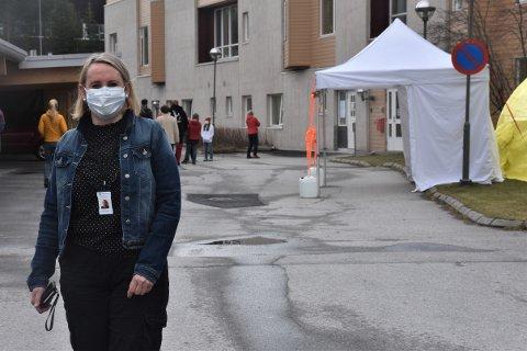 DRØMTE OM FRISØRYRKET: Det er slik vi har blitt vant med å se helseleder i Tynset, Toril Nyhus, de siste uke. Men det var ikke sykepleierutdanning hun drømte om som ung.
