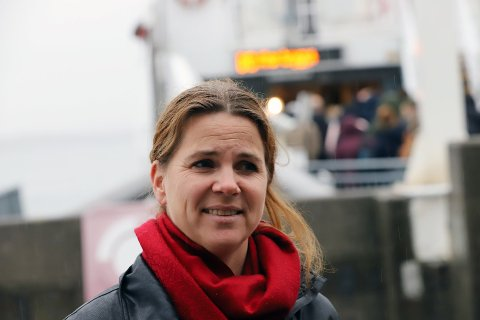Solveig Schytz (Leder av hovedutvalg for samferdsel i Akershus) var en av mange som var med båten for å fortelle at de med dette reduserer utslippene i Oslofjorden betraktelig.