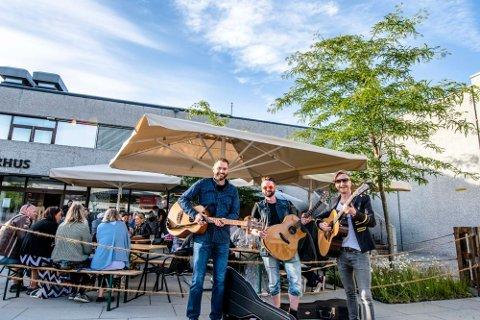 Bandet Falsen dukket opp da restaurant Hagen i Borggården inviterte til åpning på fredag.