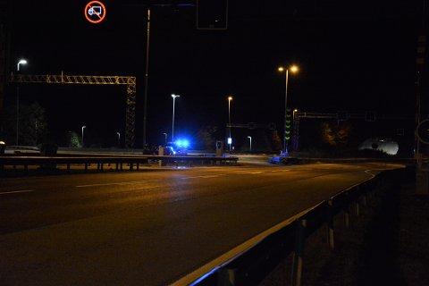 I AUTOVERNET: En bil endte opp i autovernet etter et trafikkuhell rett sør for Nordbytunnelen.