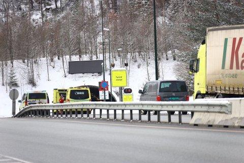 STENGT: Her er Oslofjordtunnelen stengt i forbindelse med at et vogntog tok fyr i tunnelen. Dette er blant det norske bilister frykter mest.
