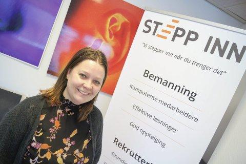 MENNESKENE VIKTIGST: – Vi som jobber i Stepp Inn er genuint opptatt av mennesker. Mange av oss er samfunnsvitere, sier Elisabeth Johnsen, som selv er sosialantropolog av utdanning.