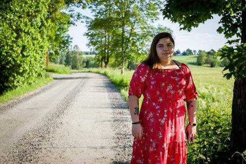 Leticia Oliveira (22) og familien i Ås fikk huset endevendt av tyver midt på dagen.