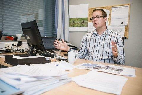 MELDER OM UNDERSKUDD FOR KOMMUNEN: Emil Schmidt, økonomisjef i Ås kommune.