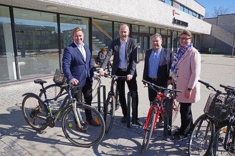 "SLO ET SLAG FOR SYKLING : Truls Wickholm, ordfører i Nesoddden , Ola Nordal, ordfører i Ås, Odd Haktor Slåke, ordfører i Frogn, Hanne Opdan, ordfører i Ski deltok i ""Sykle til jobben""-kampanjen i Follo, i april 2019."