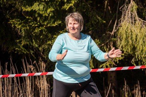 VIL SAVNE TRENINGSTILBUDET: Unni Hestsveen vil savne treningstilbudet sitt. Her er hun med på en utetrening i mai.