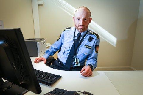 ETTERFORSKER: Erlend Mysen på forebyggende avdeling hos politistasjonen i Ski leder etterforskningen av branntilløpet på Nordbytun ungdomsskole.