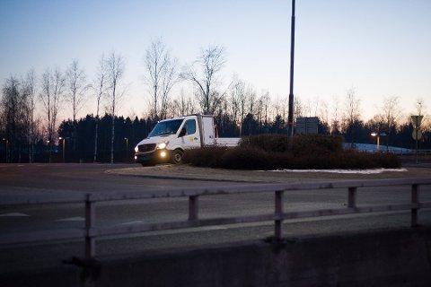 Vaktmesterkompaniet var på plass i rundkjøringen ved Korsegården tidlig torsdag kveld.
