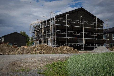 Et boligfelt er under oppføring i Rombekkveien på Sneissletta.