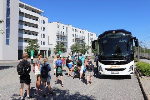 UTVIDET TILBUD: Sommerbussen vil kjøre gratis fra Ås til Breivoll (Nesset) hver søndag. Nå vil bussen også ta med seg passasjerer fra Nesset til Ås sentrum om formiddagen.