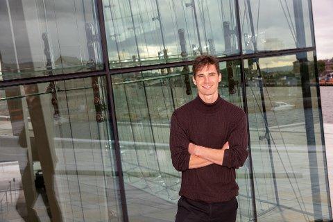 SKAPTE SEG EN NY KARRIERE: Jonathan Nielssen reiste rundt i hele verden som modell. Nå har han skapt seg en ny karriere som filmskaper og spillutvikler.