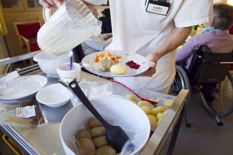 VIL BESTEMME SELV: Eldre skal kunne spise og bestemme selv hva som skal være på tallerken og når de vil spise maten og ikke bare få levert dagens rett, sier forskere fra Nofima i Ås.