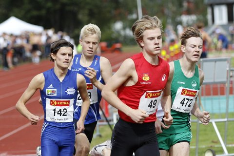 SATSET ALT: Ole Jacob Solbu fikk sjansen til å løpe under et internasjonalt stevne i Kristiansand denne helgen. Ås-gutten var klart yngst i finaleheatet på 800 meter. Ole Jacob stivnet skikkelig da han prøvde å holde de beste. Likevel kom han inn til sin nest beste tid noen gang.