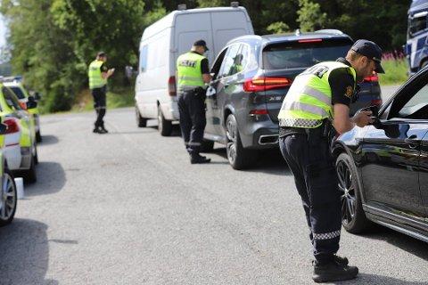 SVARTSKOG: 10. juli ble 27 førere ilagt forenklet forelegg og to bilister ble anmeldt og fikk førerkortene beslaglagt under en UP-kontroll på E18 i sørgående retning på Svartskog.