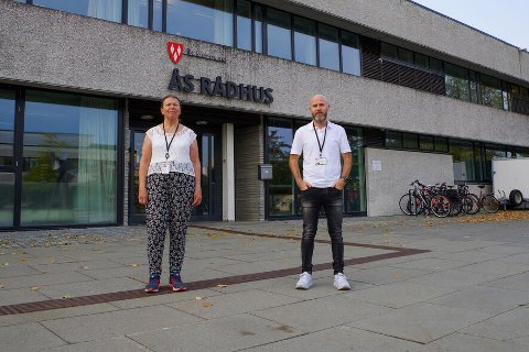 NYTT SMITTETILFELLE I ÅS KOMMUNE: Kommuneoverlege i Ås, Sidsel Storhaug og beredskapskoordinator Bjørn-Erik Pedersen.