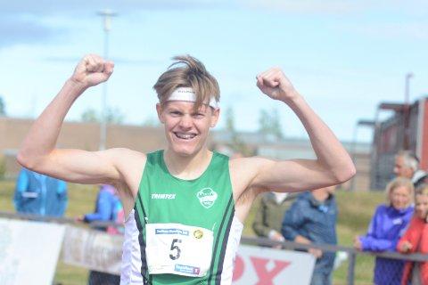 SUPERFORM: Ole Jakob Solbu har mye å glede seg over for tiden. I helgen tok han sitt første NM-gull. Torsdag kveld løp Ås-gutten den nest beste 800 meteren i gutter 17 i Norge gjennom alle tider. Bare Jacob Ingebrigtsen har løpt fortere på samme alder.