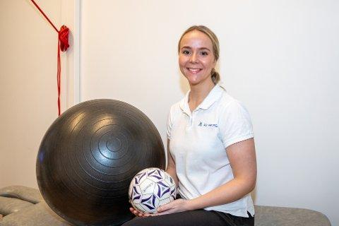 STARTET EGEN PRAKSIS I ÅS: Julie Andrea Hansen er tidligere håndballspiller og brenner for å jobbe med barn og ungdom med idrettskader.