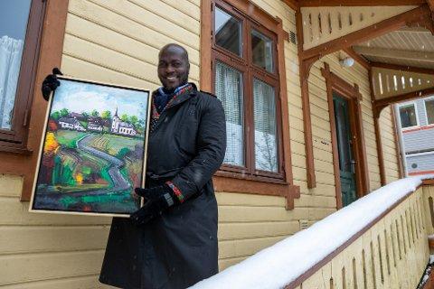 TILBAKE I ÅS: Cliff Kibuuka gleder seg til utstillingen på Galleri D6 i Ås.
