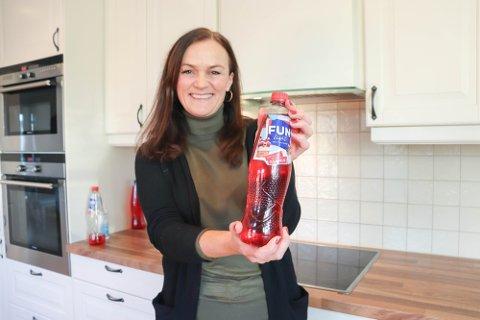 FÅR KONKURRANSE: Julebrussaften som Hilde Myhre fra Ås hadde ideen til ble en braksuksess i 2020. Nå lanserer konkurrenten sine egen to varianter.