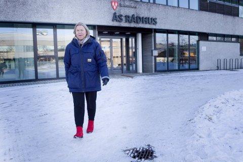 NY UK-SMITTE: Kommuneoverlege Sidsel Storhaug kan melde at 26 personer bosatt i Ås til nå har blitt smittet av mutert koronavirus.