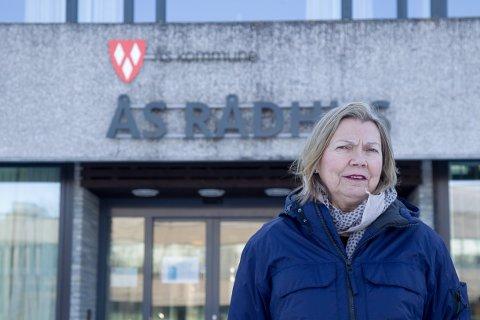 STØ KURS: Kommuneoverlege Sidsel Storhaug og kriseledelsen i Ås kommune gjør ingen lokale endringer foreløpig.