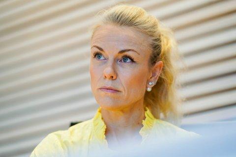 KOM MED SKREMMENDE TALL: Kommuneoverlege Kerstin Anine Johnsen Myhrvold i Nordre Follo var klar i talen under dagens formannskapsmøte - i dag er foreløpig 33 personer meldt koronasmittet i storkommunen.