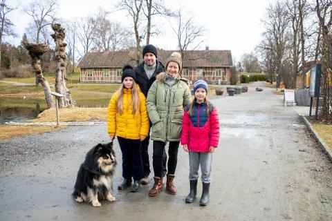 JAKTET PÅSKEEGG: F.v foran Vilde Bjørneby, Erik Hagen Bjørneby, Marie Bjørneby og Tuva Bjørneby gledet seg til å jakte påskegg.