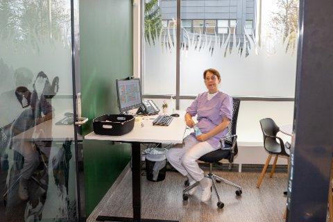 KLINIKKLEDER: Cristina Witt er klinikkleder ved Ås tannklinikk siden november 2016. Hun har praktisert som tannlege i 38 år.