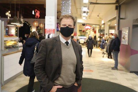 FOR LETTVINT: Senterleder Ragnar Sørlie mener det er for lettvint å stenge kjøpesenterne.